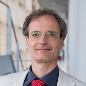 Dr. Wolf Engelbach